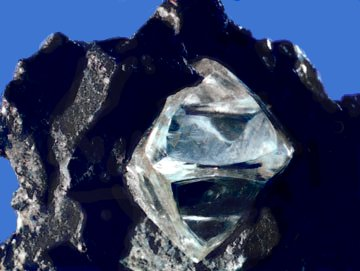 Naturally occurring diamond crystal