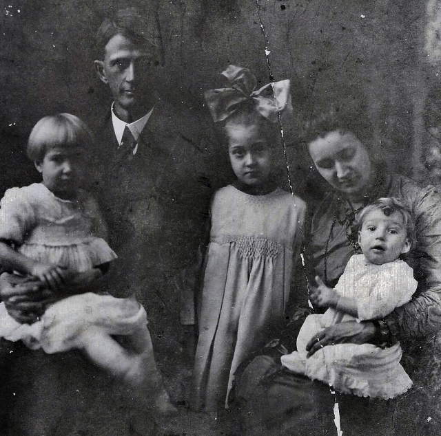 Thomas and Addie Belle Wilson in 1920 with their three remaining children: Virginia on Papa's lap, Bettie with the big bow, and YES, that's Papa Hank himself on his mother's knee!